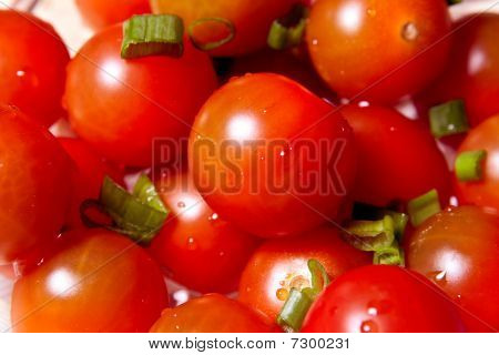 Juicy Tomatoes With Green Onion