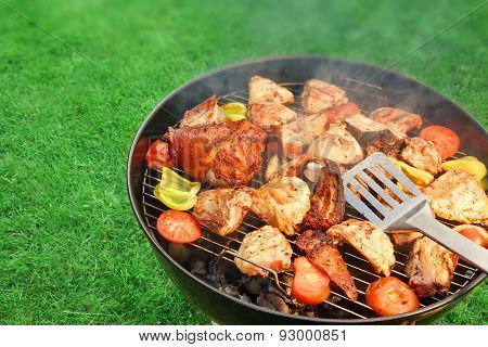 Assorted Bbq Roasted  Pork And Chicken Meat With Vegetables