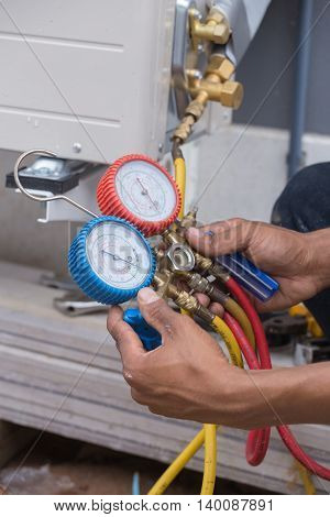 the manometersmeasuring equipment for filling air conditioners
