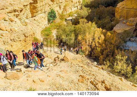 EIN GEDI ISRAEL - FEBRUARY 17 2016: The teenagers into the hiking in Nature Reserve get new experience on February 17 in Ein Gedi.