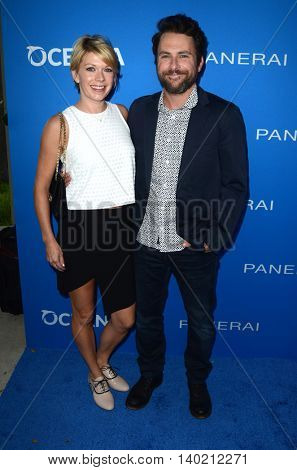 LOS ANGELES - JUL 19:  Mary Elizabeth Ellis, Charlie Day at the Oceana Presents Sting Under The Stars at the Private Home on July 19, 2016 in Los Angeles, CA