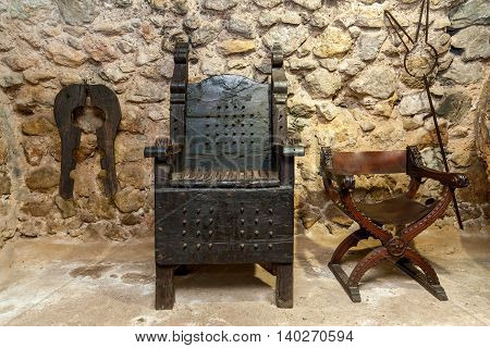 Medieval instruments for torturesTorture roomHistorical history torture pain