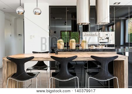 Modern Kitchen Ruled By Metal And Glass