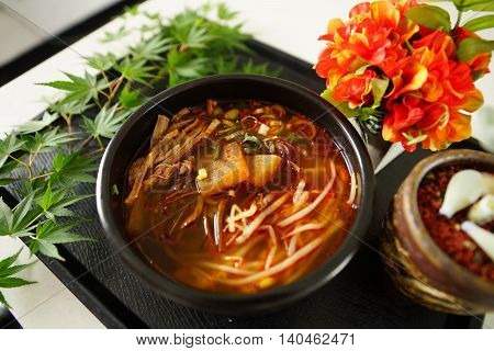 Hongseong beef soup developed through academic exchanges and Spa Sat guljeot mineral Kim and regional specialties and rotti time