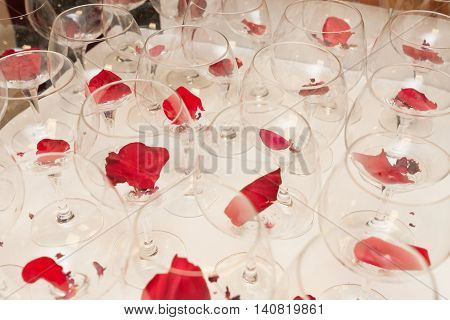 stock of wine glasses with flower leaf inside