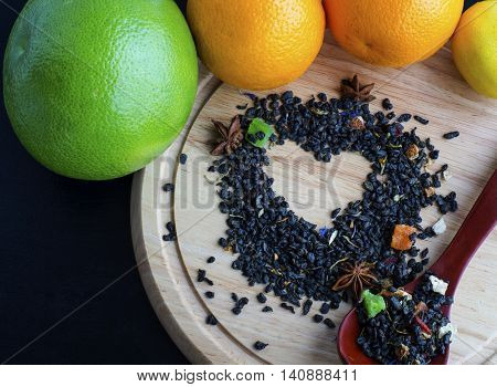 Heart of dried petals of green tea with fresh fruit