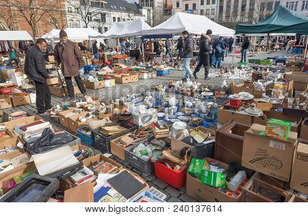 Brussels, Belgium - Apr 3: Traders Of Flea Market And Many Old Art, Bargains And Antique Stuff In Me