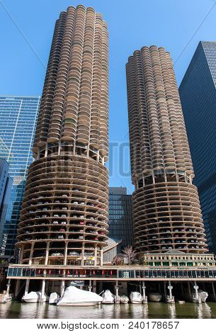Chicago, Illinois, Usa - March 29, 2016: Skyscrapers, View Of The Marina City From Chicago River. St