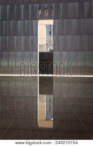 Oklahoma City, Oklahoma / Usa - March 31, 2018: Oklahoma City Bombing Memorial Wall Reflecting In Th