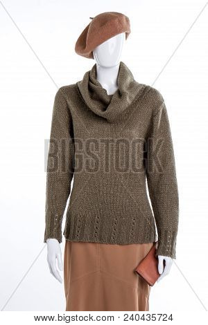 Beret, Sweater, Skirt And Purse. Female Mannequin With French Beret, Warm Pullover, Skirt And Wallet