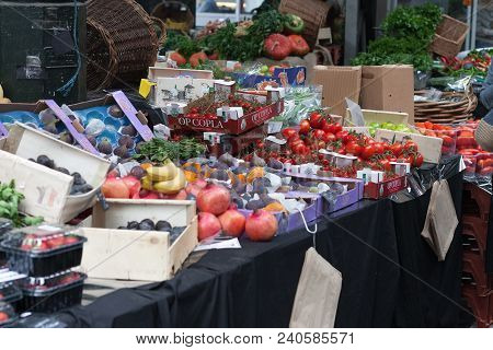 Southwark, London-september 7,2017: Stall With Vegetables And Fruits At  Borough Market On September