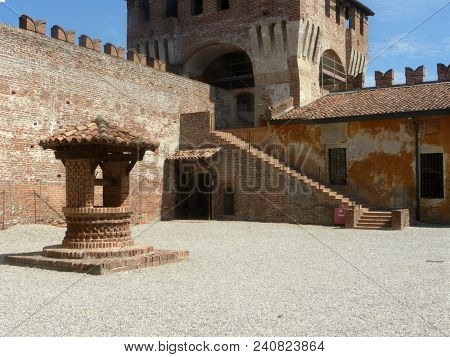 Castles Of Italy - View Of The Medieval Castle Of Soncino In The Province Of Cremona - Italy 68