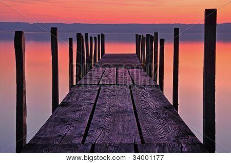Plank bei Sonnenuntergang