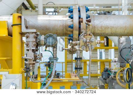 Differential Pressure Transmitter Meter With Orifice Plate For Measure Crude Oil Flowing Inside Pipe