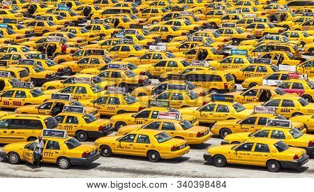 Miami, Usa - August 31, 2014: Miami International Airport In Miami, Usa. Many Taxis Wait For Passeng