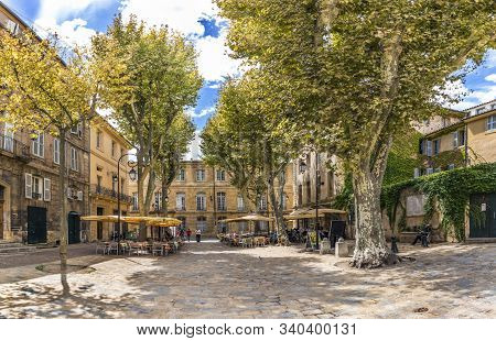 Aix En Provence, France - Aug 11, 2017: People Enjoy Resting At A Tree Covered Place In The  Old Tow