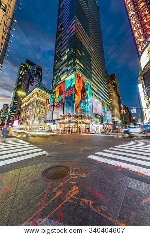 New York, Usa - Oct  5, 2017:  Neon Advertising Of News, Brands And Theaters At Times Square In Earl