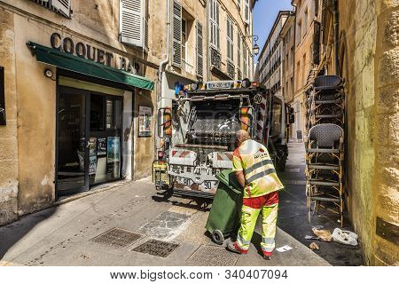 Aix En Provence, France - Aug 17, 2017: In Early Morning The Litter Is Collected By Local Garbage Co