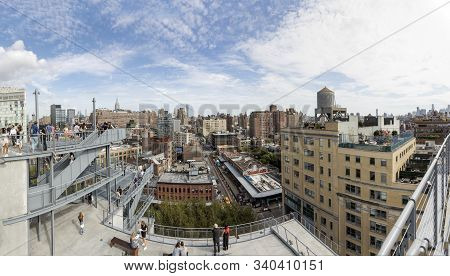 New York, Usa - Oct 7, 2017:  View To Downtown Manhattan, New York From The End Of The High Line Tra