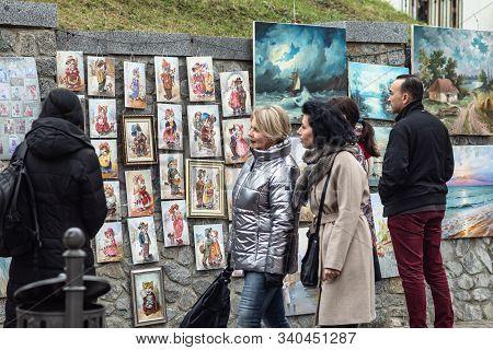 Kyiv, Ukraine - Nov 16, 2019: Famous Historical Streets Of Kyiv - Andreevsky Descent. Street Artists