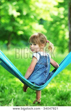meisje op een hangmat