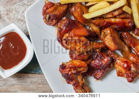 Chicken Wings  Buffalo Style With Bbq Sauce And Fries