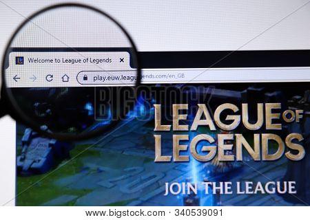 Los Angeles, California, Usa - 19 December 2019: League Of Legends Website Page. Leagueoflegends.com