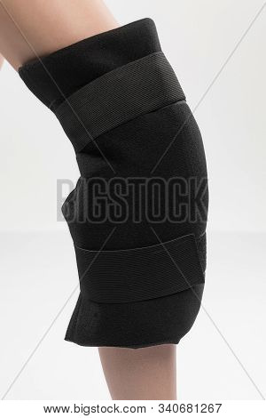 Reusable Ice Pack And Wrap. Support Bondage Post-injury With Liquid. Shooting In The Studio. Good Gi
