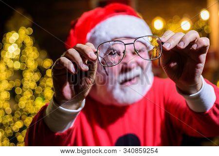 Santa Claus Holds Cracked Eyeglasses. Santa Man With Broken Glasses. Santa With Broken Eye Glasses.