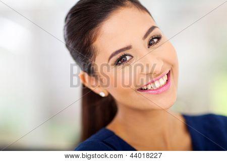 Porträt von glücklich Inderin hautnah