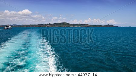 Boat wave in the sea