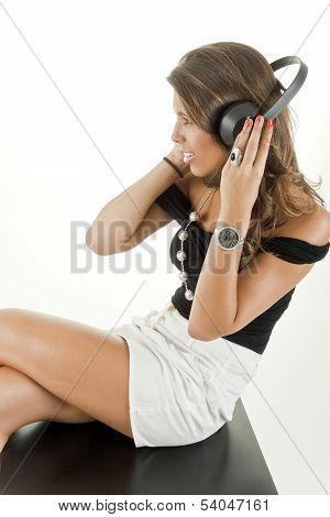 Beautiful girl to enjoy music