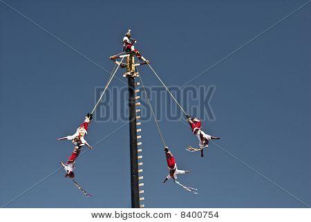 La Danza de los Voladores