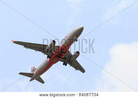 Thailand,bangkok-mar 3:jetstar Airline Plane Flying Above Suvarnabhumi Airport Runway And Prepare To