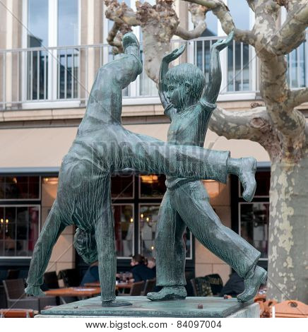 Dusseldorf - Sculpture Of Cartwheel Fountain