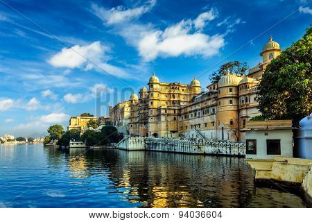 Romantic India luxury tourism wallpaper  - Udaipur City Palace and Lake Pichola. Udaipur, Rajasthan, India