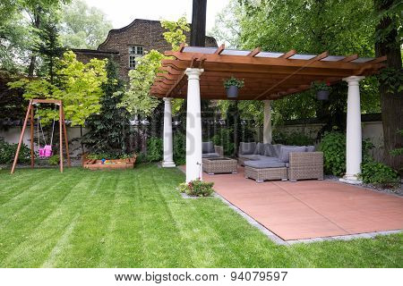 Beauty Garden With Modern Gazebo