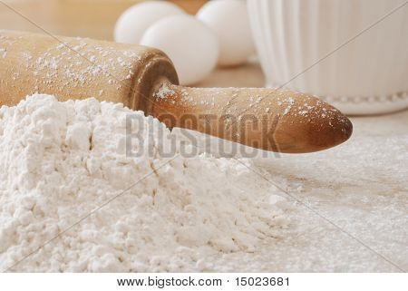Vintage rolling pin with flour and eggs.  Shallow dof