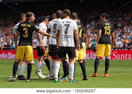 VALENCIA, SPAIN - OCTUBER 2nd: Various players during Spanish soccer league match between Valencia CF and Atletico de Madrid at Mestalla Stadium on Octuber 2, 2016 in Valencia, Spain