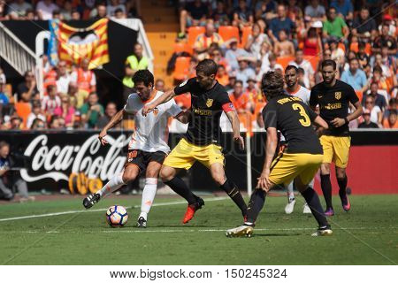 VALENCIA, SPAIN - OCTUBER 2nd: Parejo with ball during Spanish soccer league match between Valencia CF and Atletico de Madrid at Mestalla Stadium on Octuber 2, 2016 in Valencia, Spain