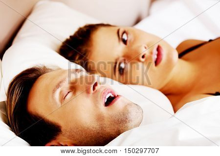 Woman can't sleep becouse her snoring husband