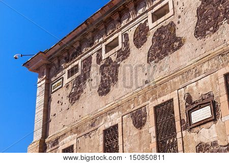 Allende Window Alhondiga de Granaditas Guanajuato Mexico. Granary was site of important battle in 1810 Mexican War of Independence. General Ignacio Allende was on of the heroes. Lost the war executed and his head was exhibited from this corner of the Gran