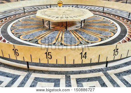Foucault's Pendulum Inside Of French Mausoleum For Great People Of France - The Pantheon In Paris.