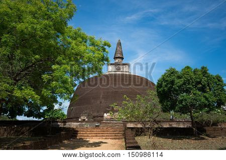 Rankot Vihara Golden Pinnacle Dagoba, Polonnaruwa, Sri Lanka
