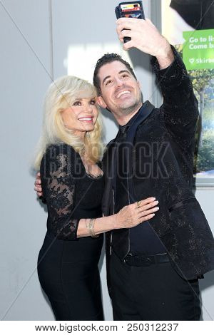 LOS ANGELES - JUN 11: Loni Anderson, Will Nunziata at The Actors Fund's 22nd Annual Tony Awards Viewing Party at the Skirball Cultural Center on June 10, 2018 in Los Angeles, CA
