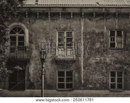Old Residential Building. Kazakhstan (ust-kamenogorsk). Old Architecture. Architectural Heritage. Bl
