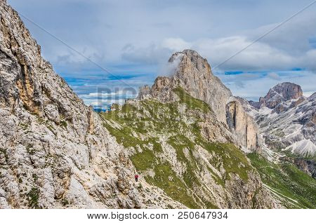 Rosengarten Catinaccio Massif, Dolomites, Italy. Spectacular View In Val Di Fassa, Dolomiti Mountain