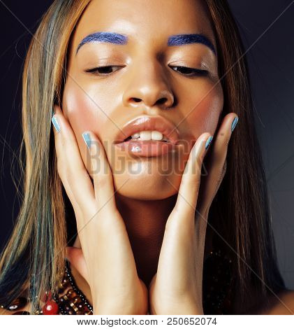 Young Pretty Modern African American Girl With Bright Fashion Make Up, Lifestyle People Concept Clos