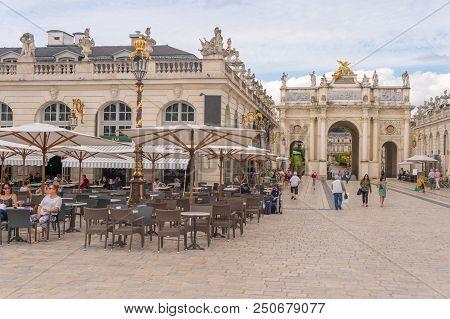 Nancy, France - 21 June 2018: Arc De Triomphe Héré And Café Terrace In The Place Stanislas Square.