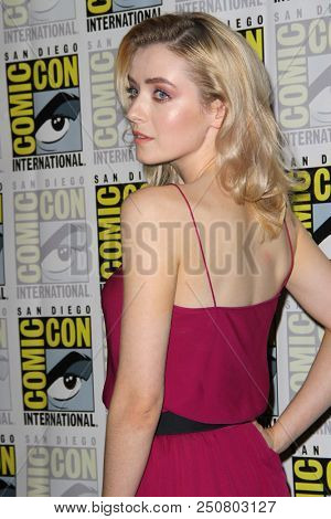 SAN DIEGO - July 21:  Sarah Bolger at the Comic-Con 2018, Sunday Press Line at the Comic-Con International on July 21, 2018 in San Diego, CA